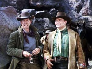 """Lee Marvin ed Ernes Borgnine nel film """"Lo straniero ha sempre una pistola"""" © Columbia Pictures"""