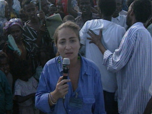 Ilaria Alpi durante un reportage in Somalia