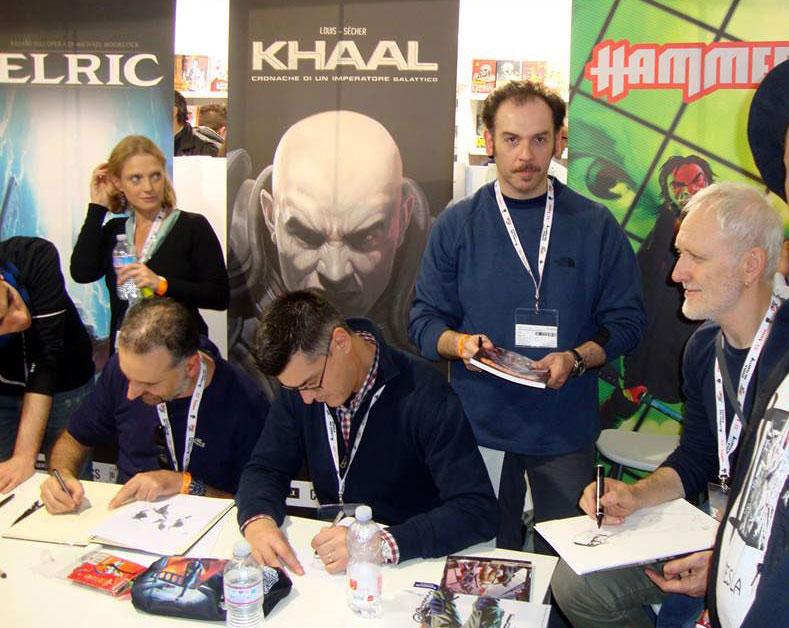 Marco Febbrari (in piedi) col Gruppo Hammer al lavoro (da sinistra verso destra: Giancarlo Olivares, Gigi Simeoni e Majo)